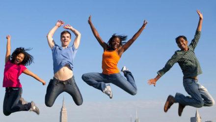 Jeunes lycéennes étrangères allemandes, mexicaines et japonaises recherchent une famille d'accueil
