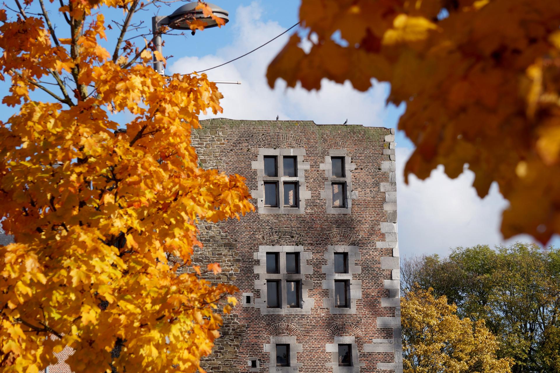 oupeye-la-tour-medievale-du-chateau-d-oupeye-photo-bernard-jacqmin