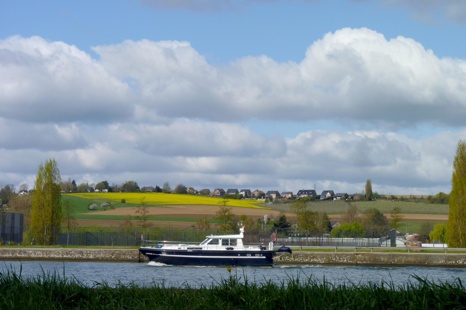 oupeye-le-canal-albert-a-hermalle-sous-argenteau-photo-bernard-jacqmin